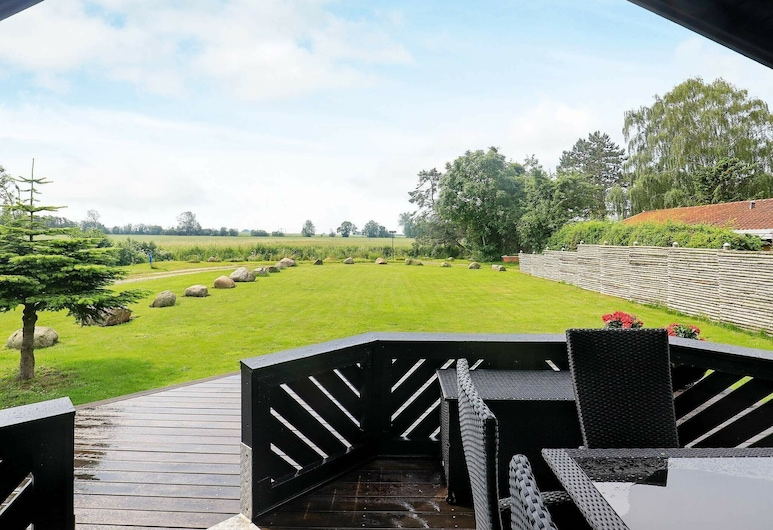 Cosy Holiday Home in Otterup With Roofed Terrace, Otterup, Balcón