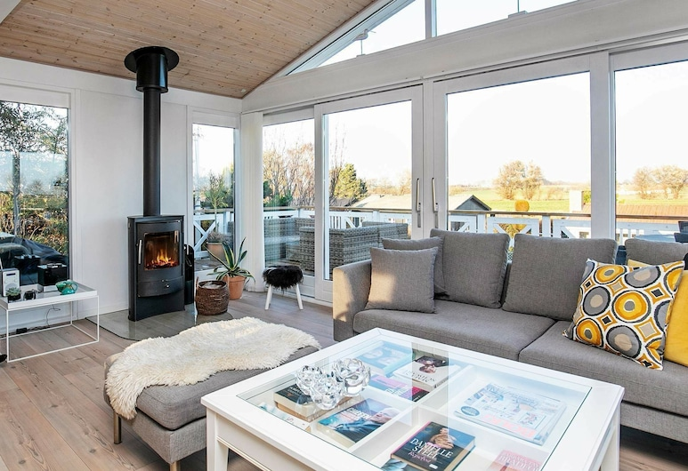 Cosy Holiday Home in Falster With Swimming Pool, Kerteminde, Stue