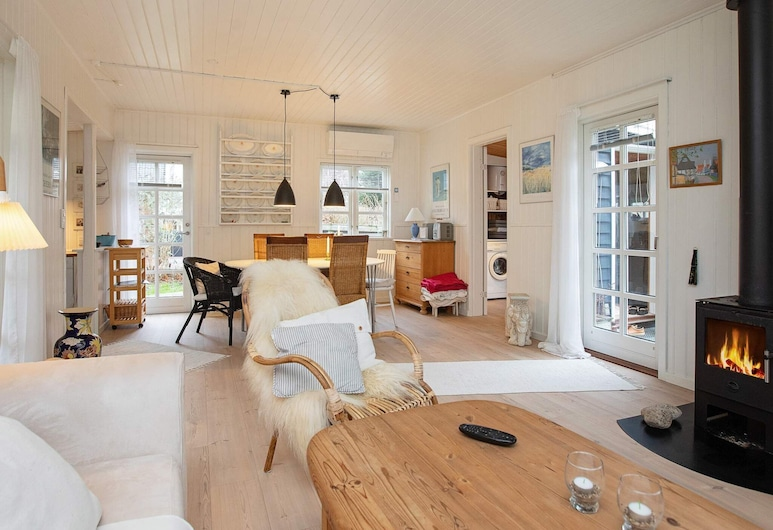 4 Person Holiday Home in Højby, Hojby, Soggiorno
