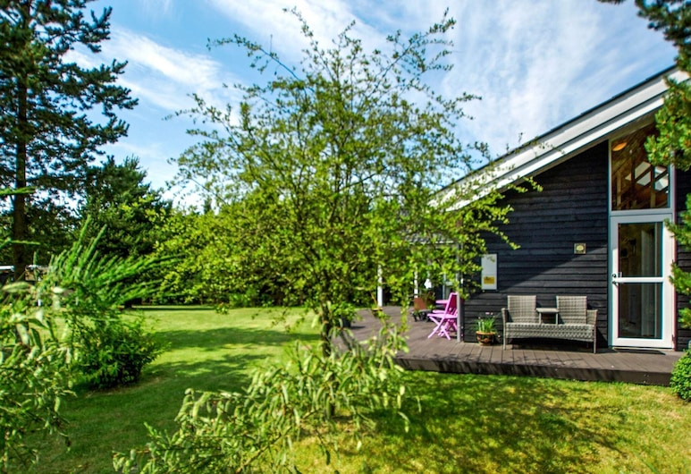 Cosy Holiday Home in Jutland, Midtjylland With Terrace, Skjern, Property Grounds