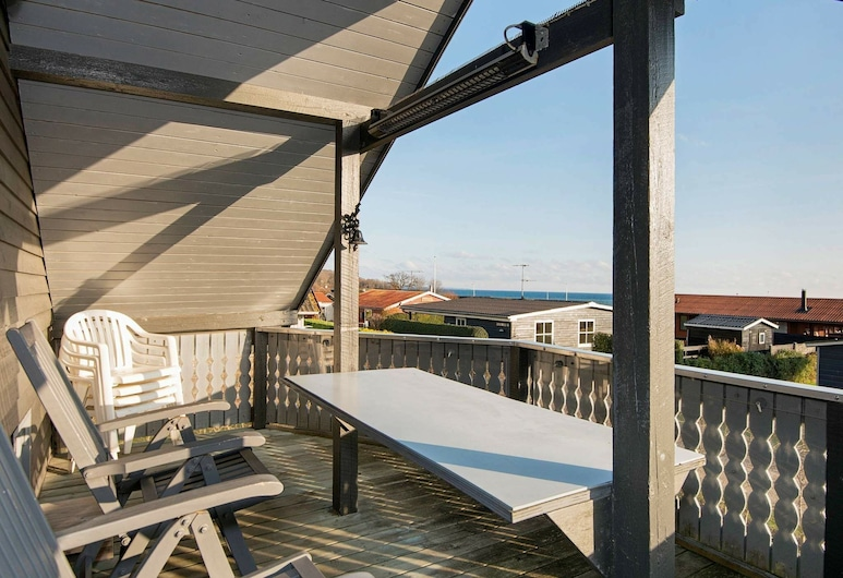 Luxurious Holiday Home in Midtjylland With Terrace, Juelsminde