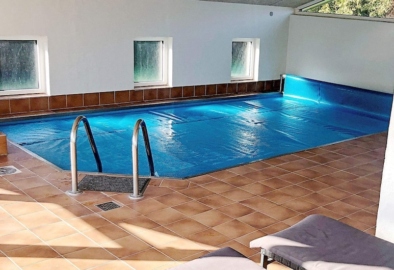 Spacious Holiday Home in Farsø Close to Limfjorden, Farso, Piscina