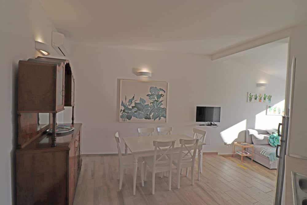 Huoneisto, 2 makuuhuonetta, Terassi, Osittainen merinäköala - Ruokailu omassa huoneessa