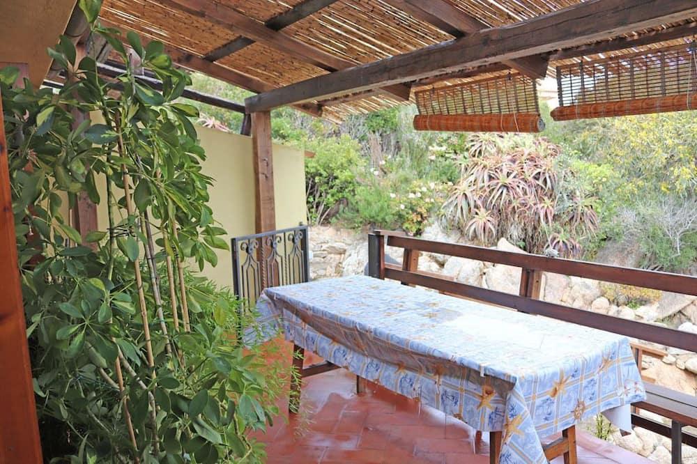 דירה, 2 חדרי שינה, פטיו, נוף חלקי לים - מרפסת/פטיו