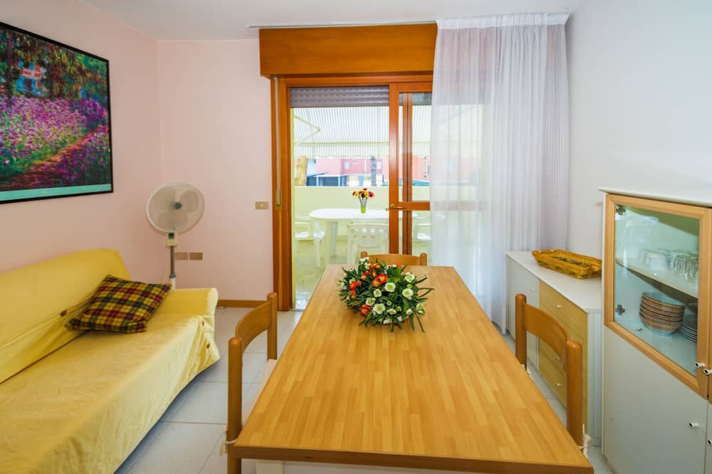 Apartment, 2 Bedrooms (4) - Living Area
