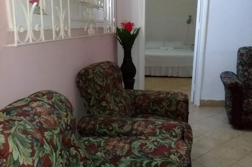 Chambre Triple Deluxe, salle de bains privée - Salle de séjour