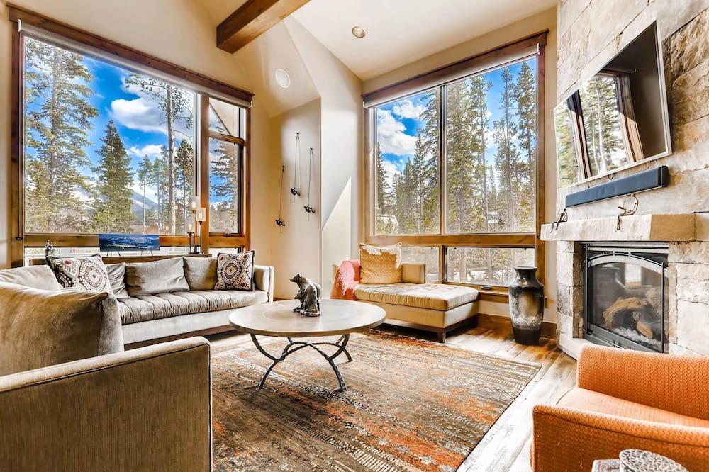 House, Multiple Beds (Echo Base at Shockhill Landing) - Living Room