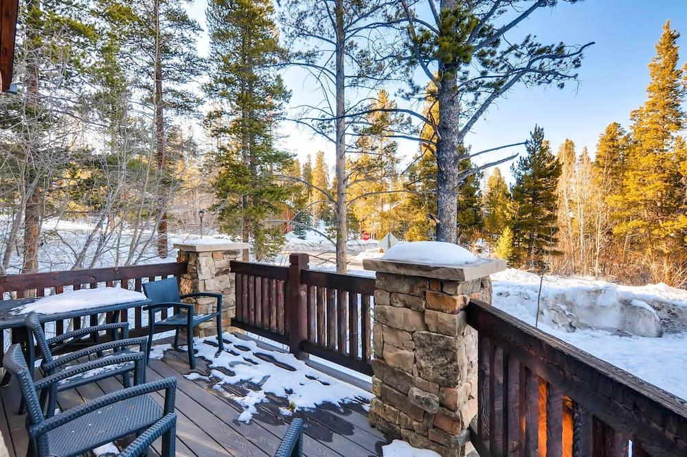 منزل - عدة أسرّة (Bear Tracks Lodge) - شُرفة