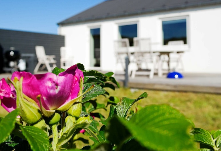 Serene Holiday Home in Frostrup With Terrace, Frostrup, Property Grounds