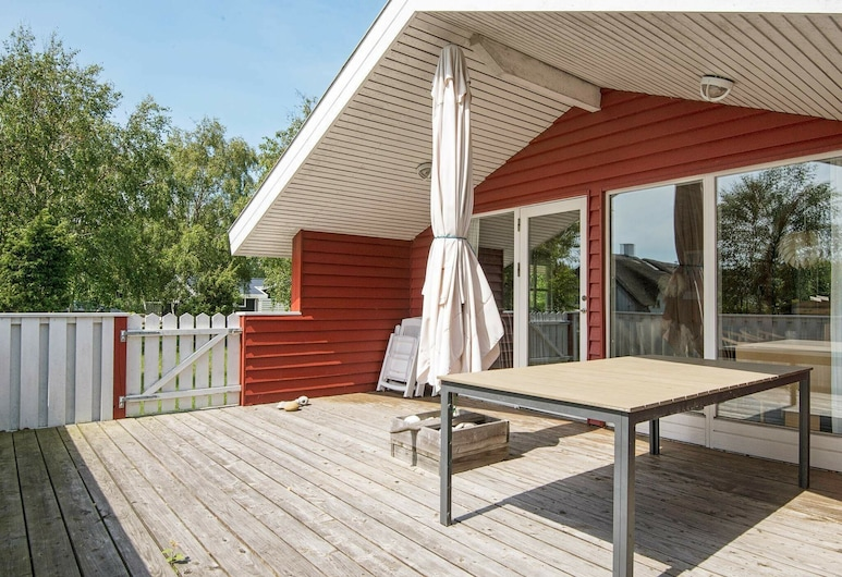 Exotic Holiday Home in Midtjylland With Terrace, Ebeltoft, Balkón