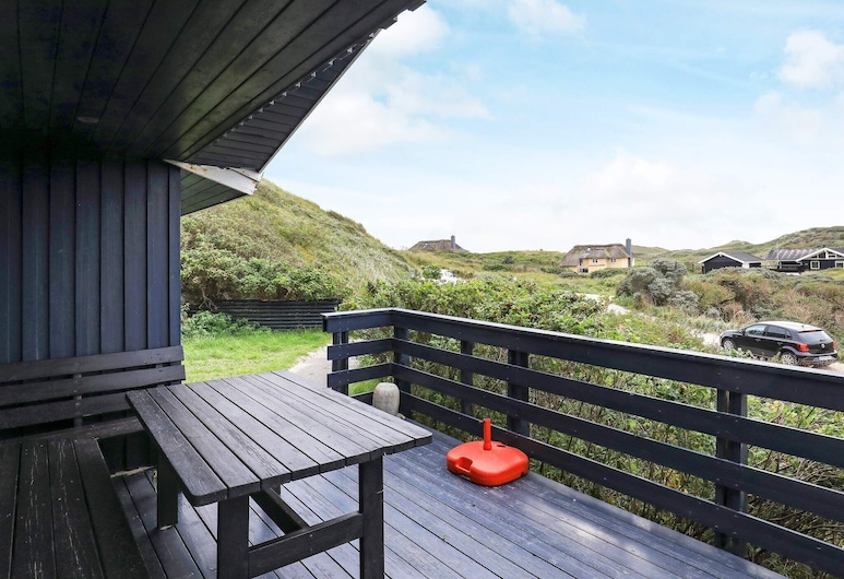 Modern Holiday Home in Jutland With Barbecue, Lokken, Balcón