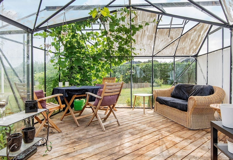 Elegant Holiday Home in Funen With Whirlpool, Bogense, Property Grounds