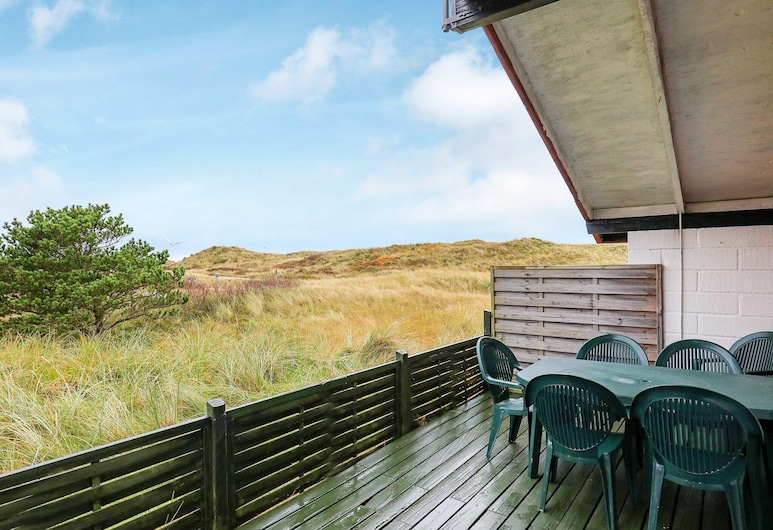 Traditional Holiday Home in Jutland With Roofed Terrace, Hirtshals, Balkon