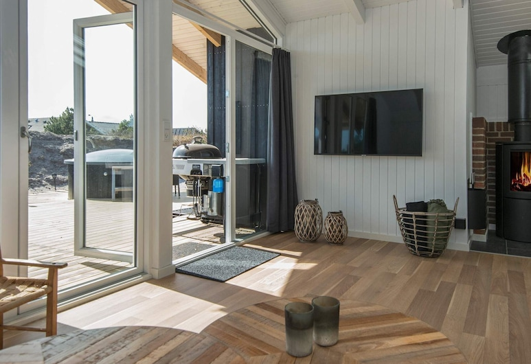 Gorgeous Holiday Home in Hvide Sande With Sauna, Hvide Sande, Living Room