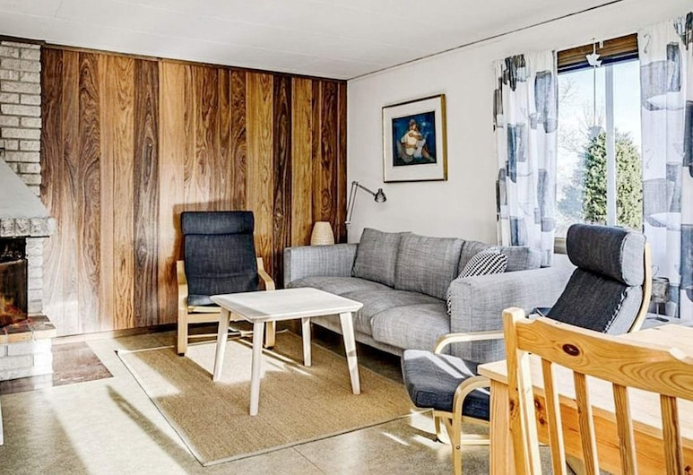 6 Person Holiday Home in Löttorp, 勒托普, 客廳
