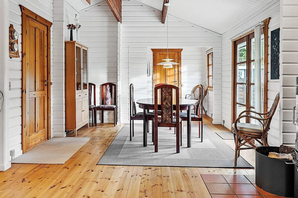 Maison - Restauration dans la chambre