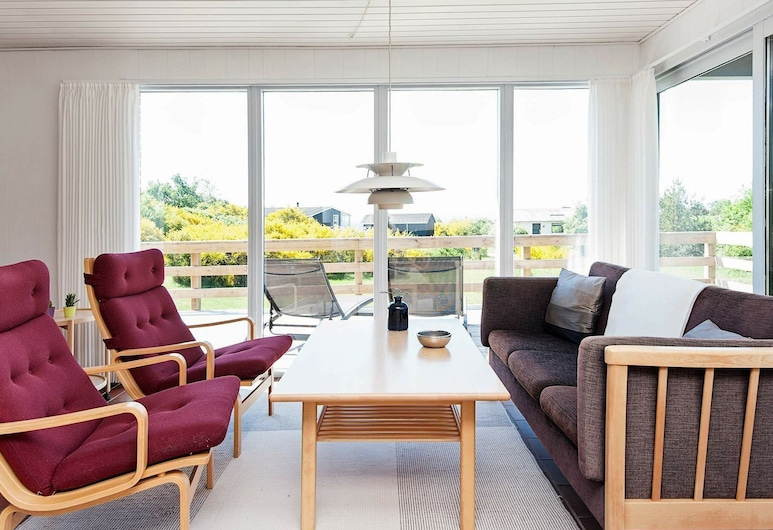 Scenic Holiday Home in Ebeltoft With Barbecue, Ebeltoft, Sala de estar