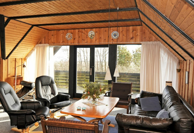 Vintage Holiday Home in Blåvand With a View, Blavand