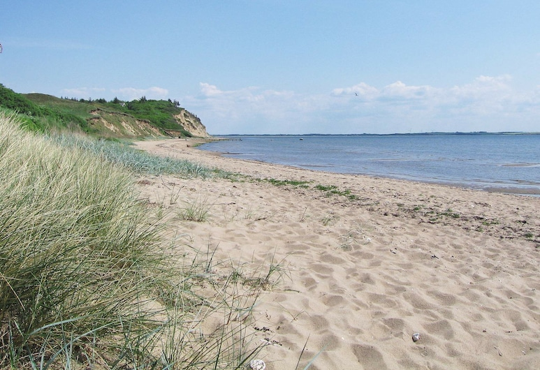 Alluring Holiday Home in Jutland, Midtjylland With Terrace, Spøttrup, Playa