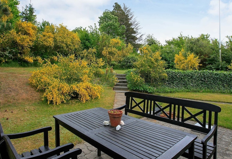 Simplistic Holiday Home in Løgstrup With Barbecue, Hojslev, Balkon