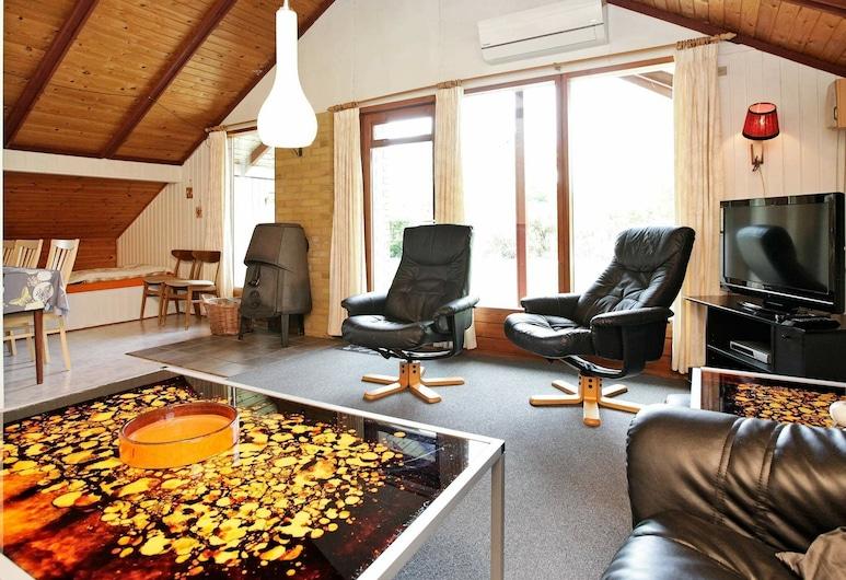 Pleasant Holiday Home in Hemmet Near Sea, Hemmet, Living Room
