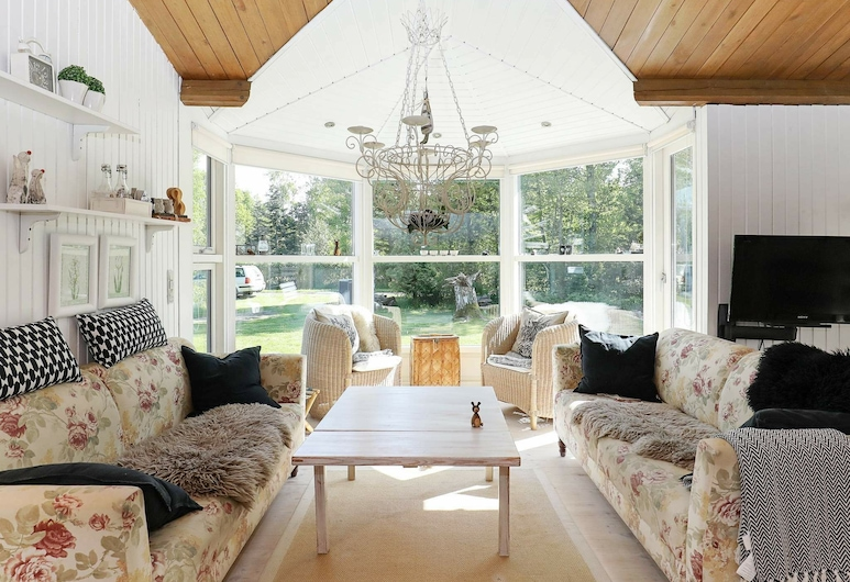 Cozy Holiday Home in Sæby With Large Garden, Sæby, Living Room