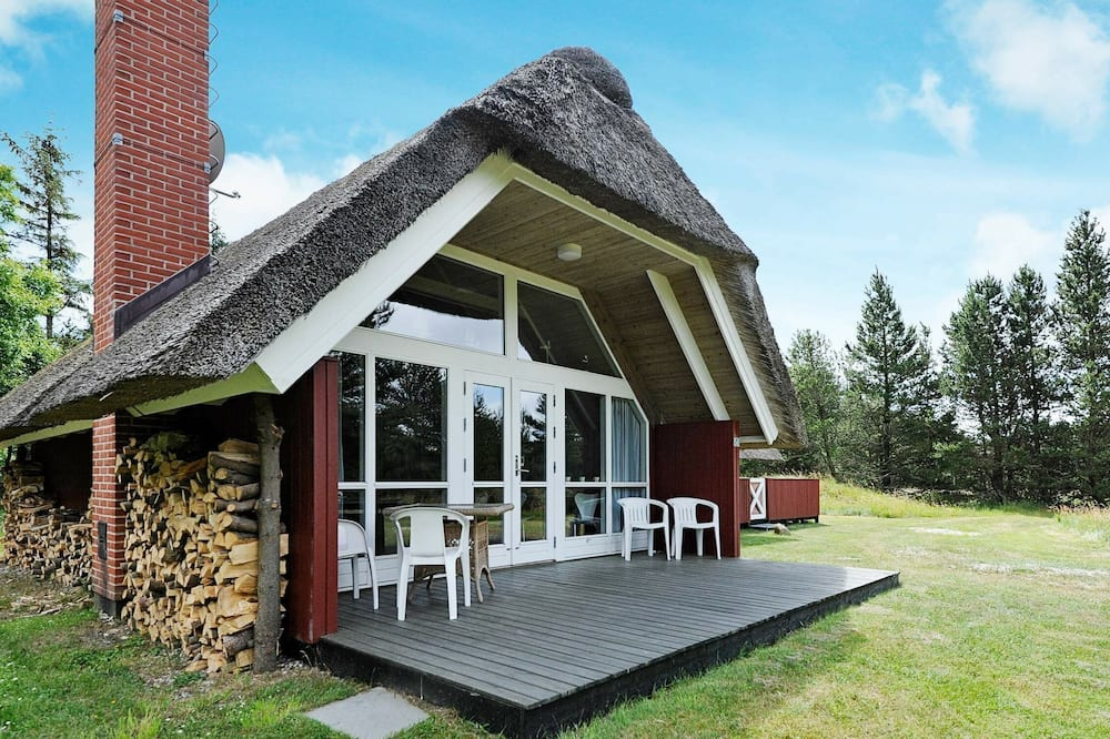 Beautiful Holiday Home in Blåvand With Swing