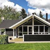 Beautiful Holiday Home in Løgstør With Whirlpool, Logstor