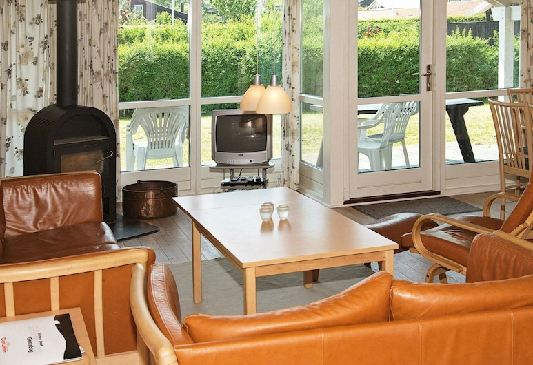 Nifty Cottage in Bjert Jutland With Sauna, Bjert, Sala de estar