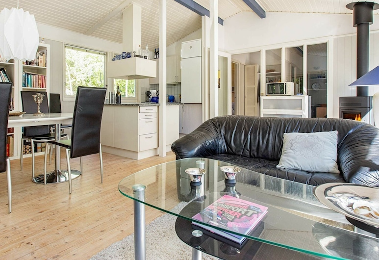 Spacious Holiday Home With Terrace in Zealand, Vig, Wohnzimmer