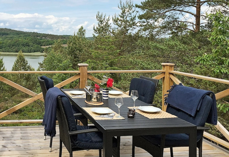 6 Person Holiday Home in Hjälteby, Hjaelteby