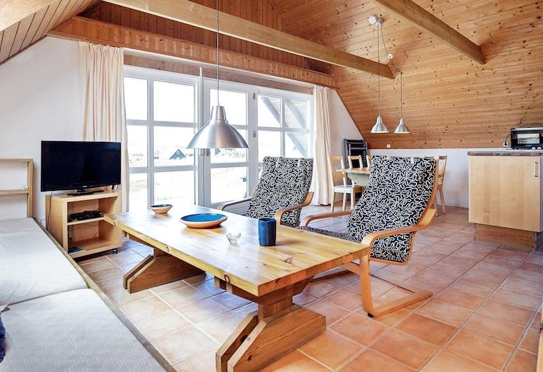 Serene Holiday Home in Ringkobing Jutland With Terrace, Ringkøbing, Wohnzimmer