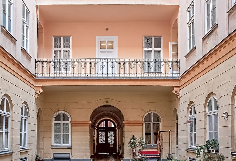Opera Balcony Apartment - Historic Building With High Ceiling, A/c, Free Wifi, Budapeszt, Front obiektu