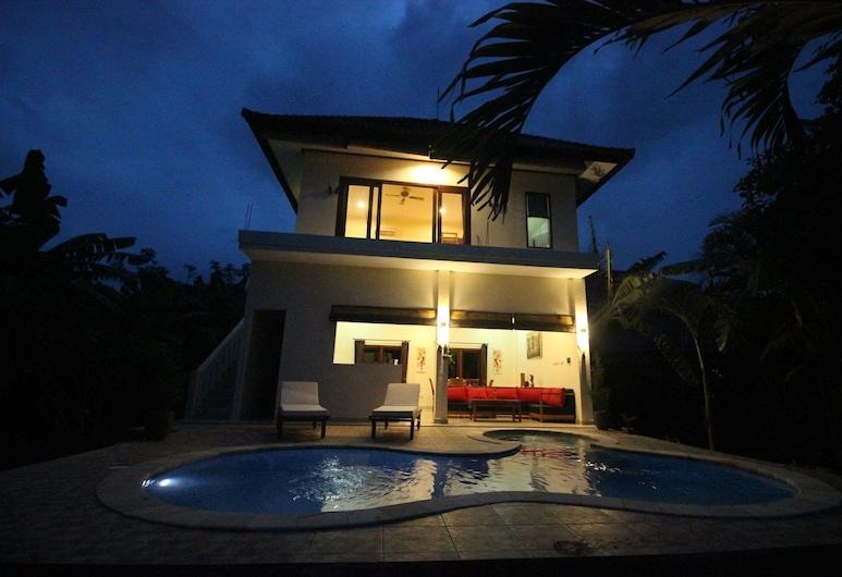 Villa Beranda Kecil, Private Garden, Swimming Pool and Housekeeper in North Bali, Banjar, Svømmebasseng