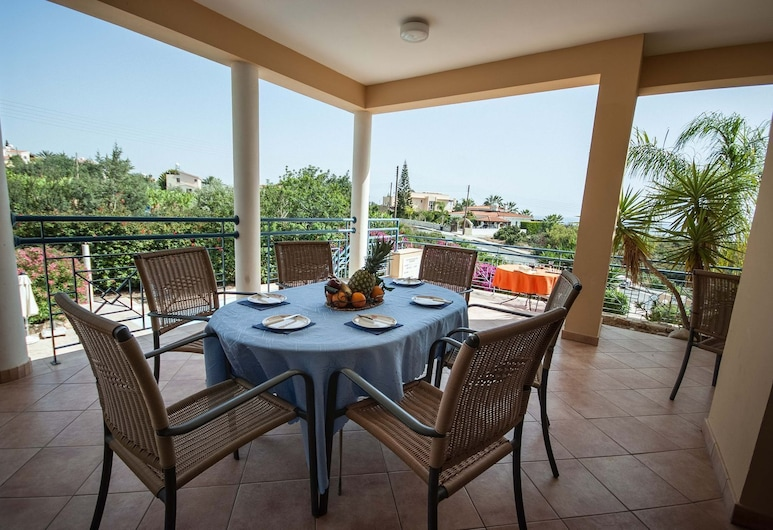Exceptional Large Villa, Private Heated Pool, Complete Privacy, Prime Location, Pegeia, Balkong