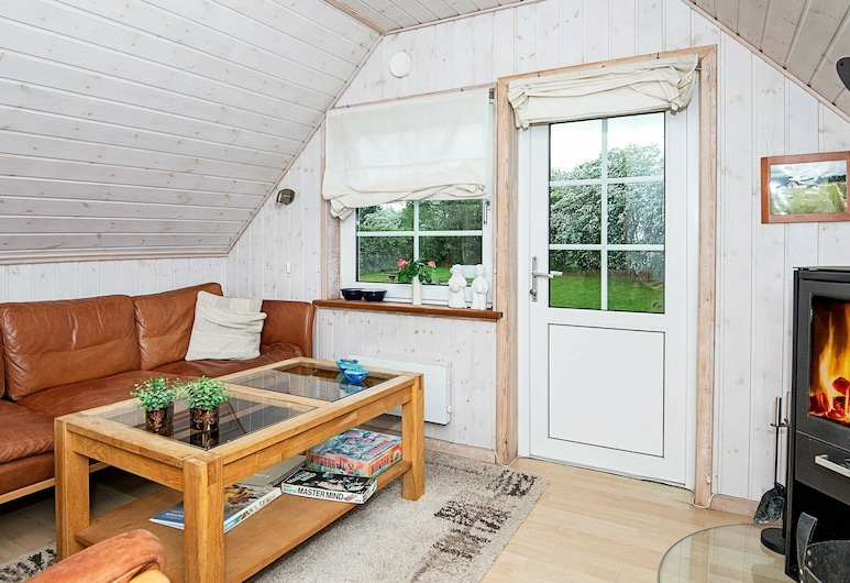 Quaint Holiday Home in Arrild With Terrace, Toftlund, Wohnzimmer
