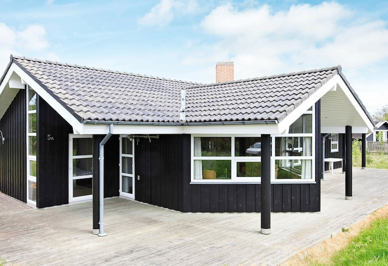 Ideal Holiday Home in Hirtshals Denmark With Whirlpool, Hirtshals