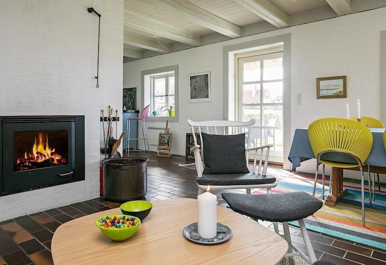 Modern Holiday Home in Funen With Terrace, Middelfart, Sala de estar