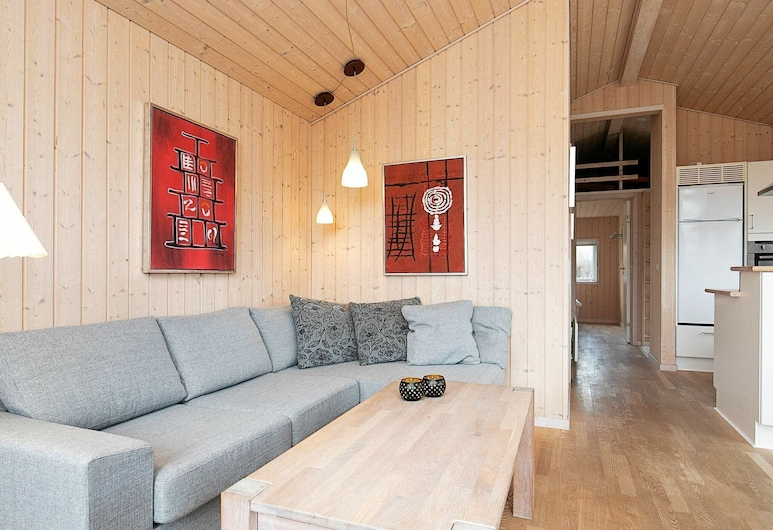 Spacious Holiday Home in Tranekaer With Terrace, Tranekaer, Woonkamer