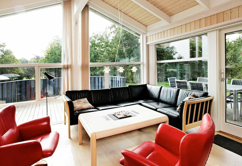 Modern Holiday Home in Otterup With Sauna, Otterup, Woonkamer