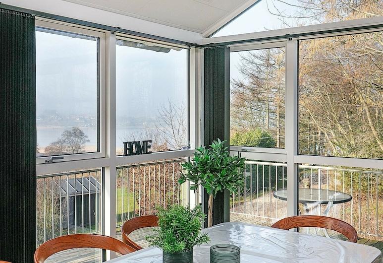Modern Holiday Home in Løgstrup With Garden, Løgstrup, Vista lago