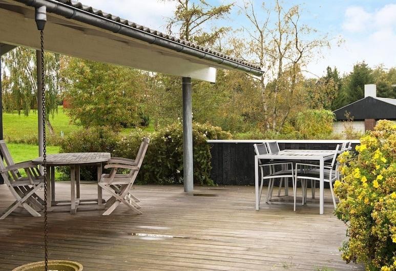 Gorgeous Holiday Home in Ebeltoft With Whirlpool, Ebeltoft, Altan