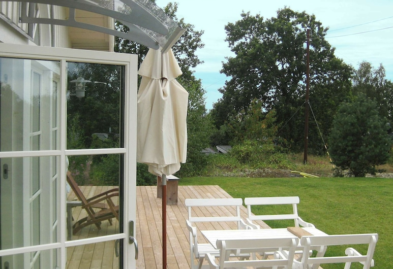 4 Star Holiday Home in Ronneby, Ronneby, Vista al lago