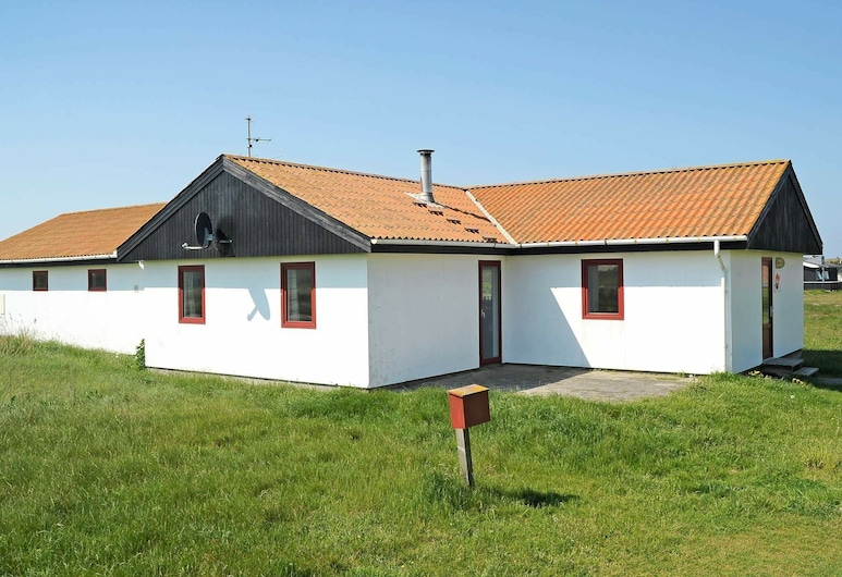 Spacious Holiday Home in Jutland With Swimming Pool, Harboore