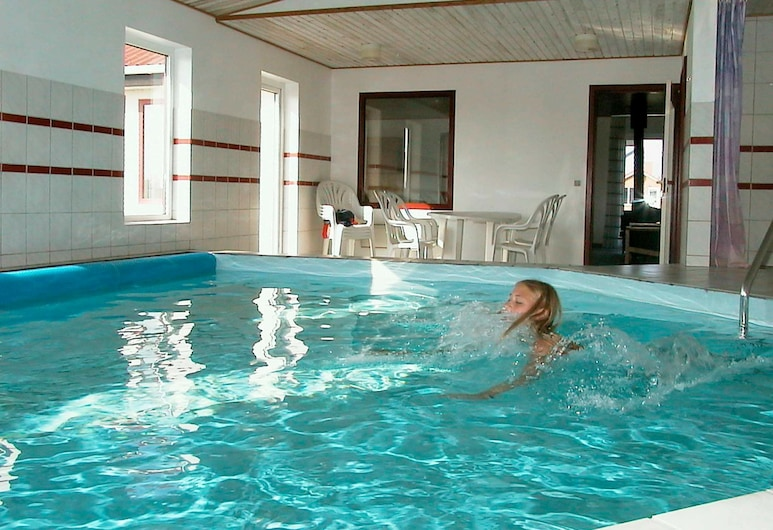 Spacious Holiday Home in Jutland With Swimming Pool, Harboore, Bahagian Luar