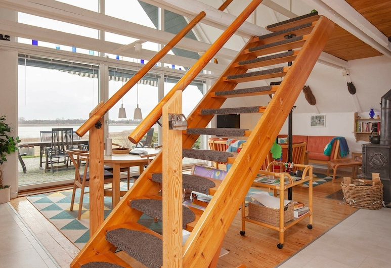 Beautiful Holiday Home in Grevinge With Sea View, Grevinge, Stue