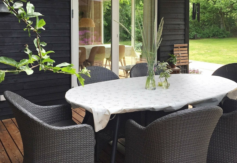 Refreshing Holiday Home in Glesborg With Terrace, Glesborg, Balcone