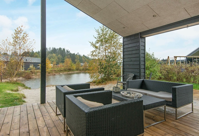 Modern Holiday Home in Glesborg With Whirlpool, Glesborg, Lake View