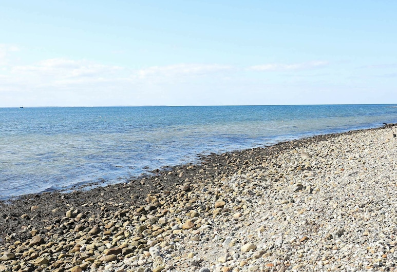 Quaint Holiday Home in Martofte With Sea View, Martofte, Bãi biển