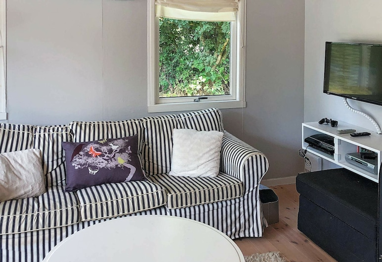 Adorable Holiday Home in Væggerløse With Terrace, Vaeggerlose, Living Room